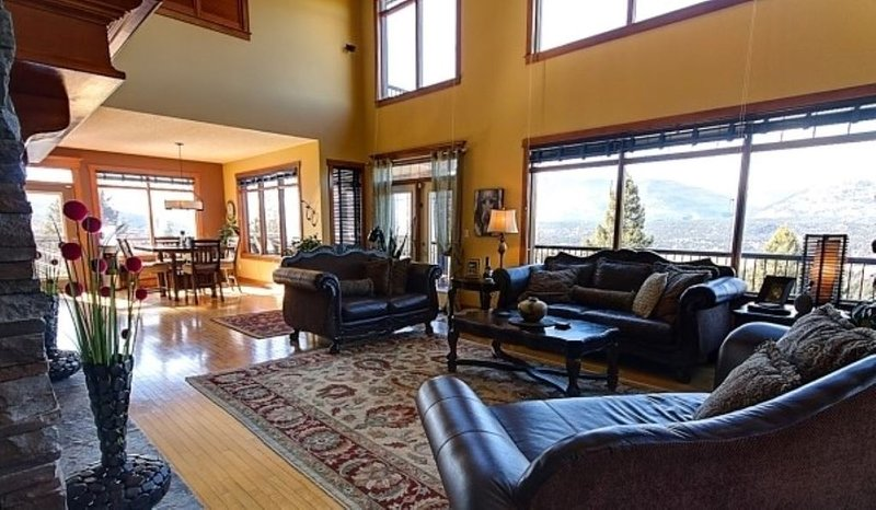 Fairmont Hot Springs 6 Bedroom Home - Amazing Views & Private Hot Tub (extra fee, Ferienwohnung in Fairmont Hot Springs