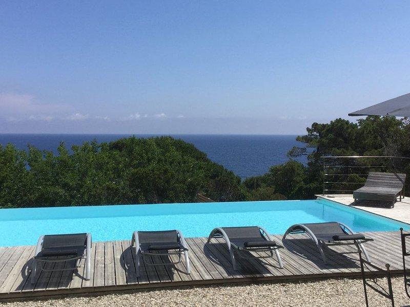 Cap Corse Maison située face à la mer 4 chambres piscine à débordement, holiday rental in Pietracorbara
