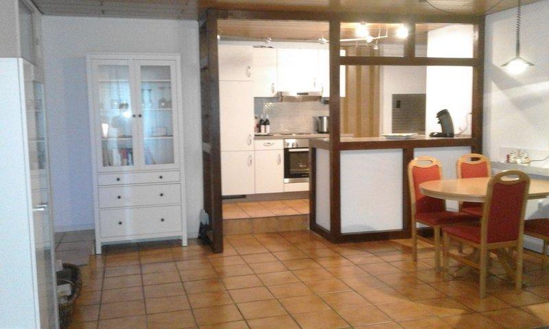 Liebevoll eingerichtete 70 m2 Ferienwohnung für 2-4 Personen in Oestrich-Winkel, holiday rental in Taunusstein