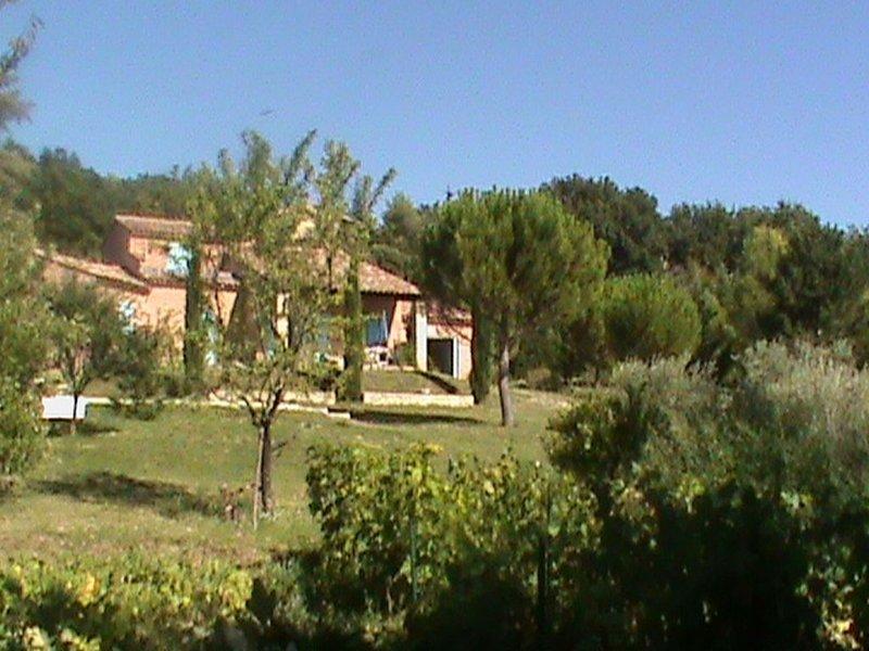 Chambre d'hôte  dans cadre exceptionnel pour deux personnes pied du Mont Ventoux, holiday rental in Modene