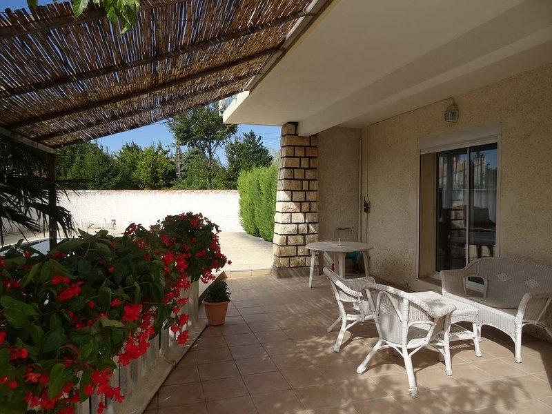 Gite Les Grillons- Piscine - Grand Avignon - Provence, holiday rental in Sorgues