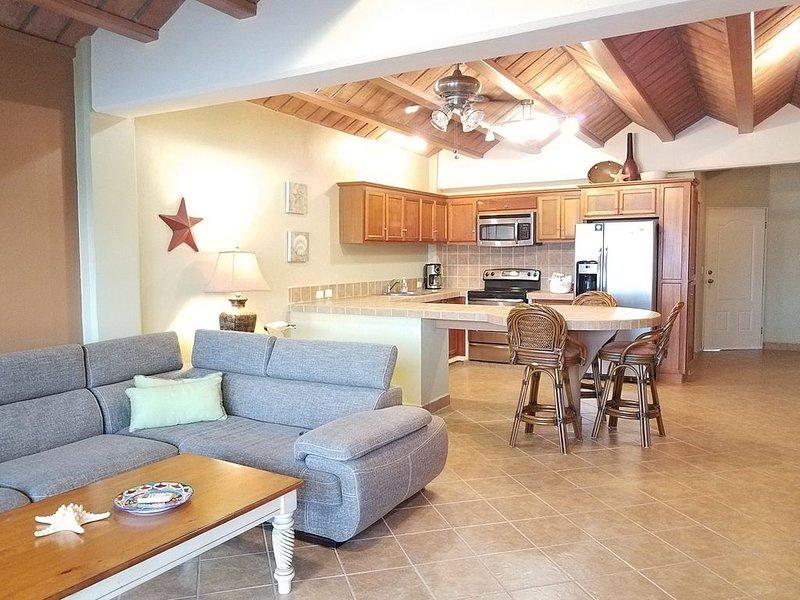 AMAZING VIEWS from this spacious 2 bed 2 bath, casa vacanza a San Carlos