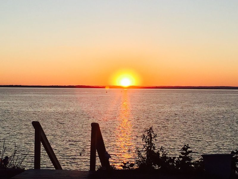 Waterfront with Chesapeake Sunsets, location de vacances à Chestertown