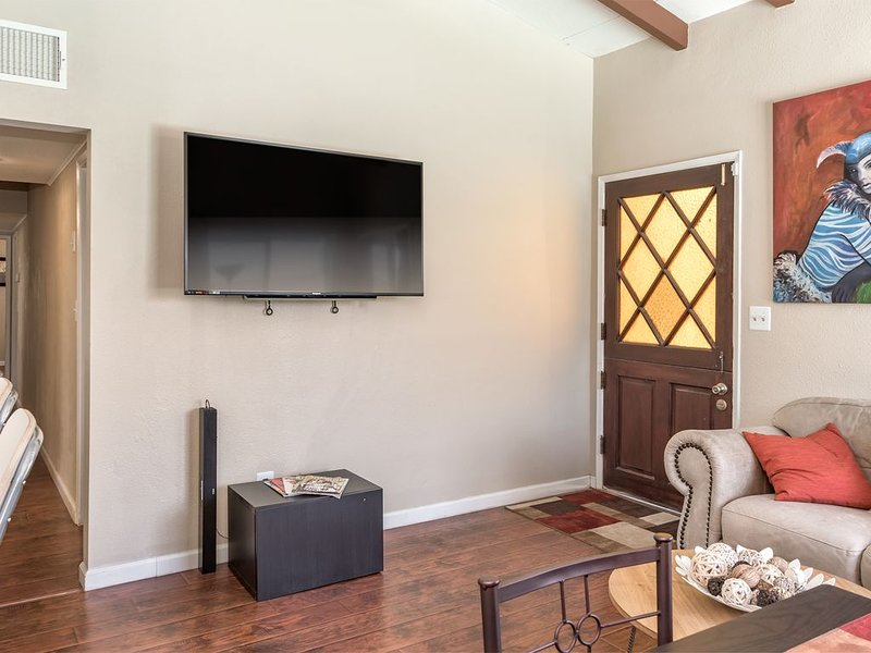 Desert Cove - Private Home for 8 people with self check-in, alquiler de vacaciones en Morongo Valley