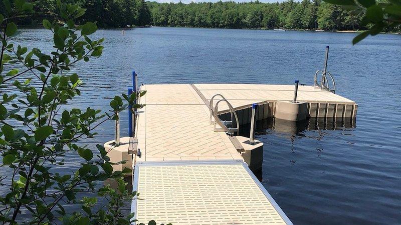 Private Peninsula sleeps 10+ on Sebago Lake!, casa vacanza a Raymond