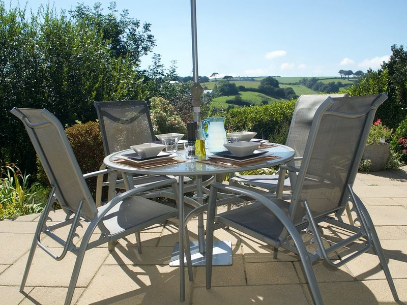 Rivendell - Sleeps 6 with parking, short walk to harbour, beaches & coast path, vacation rental in Pentewan