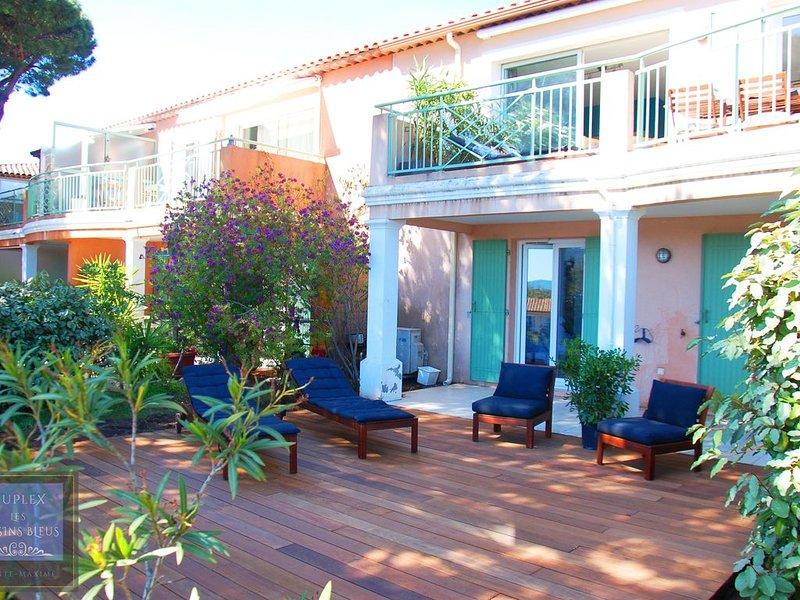 Duplex 4*, 4/7, climatisé, terrasse sud, linge fourni, WiFi, piscine, résidence, holiday rental in Sainte-Maxime