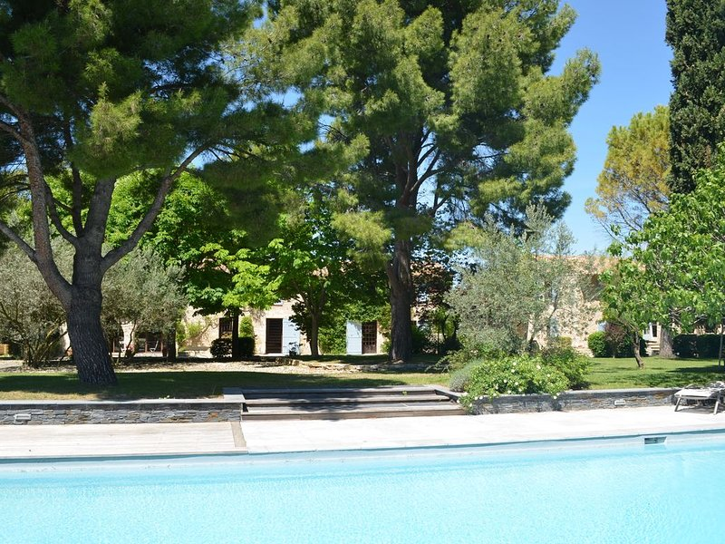 Campagne Chastel - gîte dans propriété de charme avec piscine, holiday rental in Puyricard