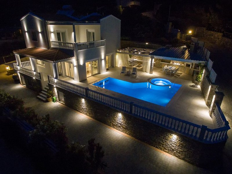 Luxury villa, with stunning views and superior facilities ideal for families, holiday rental in Achlia