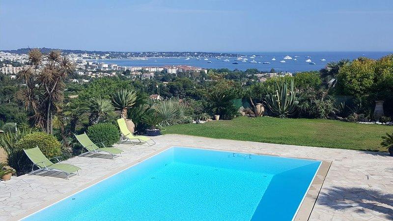 Villa grand standing 6 pers, piscine,  vue mer féerique sur mer et montagnes, holiday rental in Vallauris