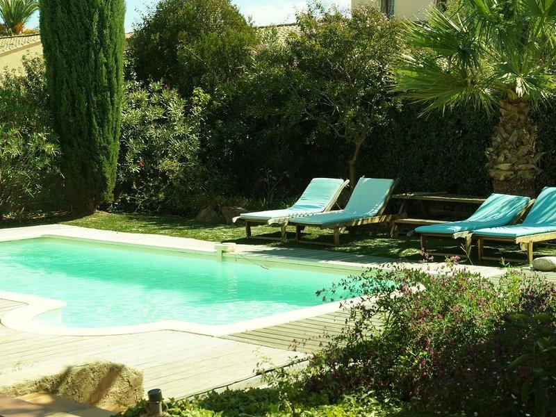 Villa de plein pied, beau jardin très calme, piscine chauffée privée, alquiler vacacional en Fréjus