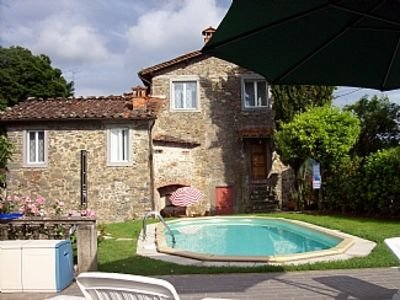 Hilltop Village Lovely House with Private Pool near Bagni di Lucca and Barga, location de vacances à Coreglia Antelminelli