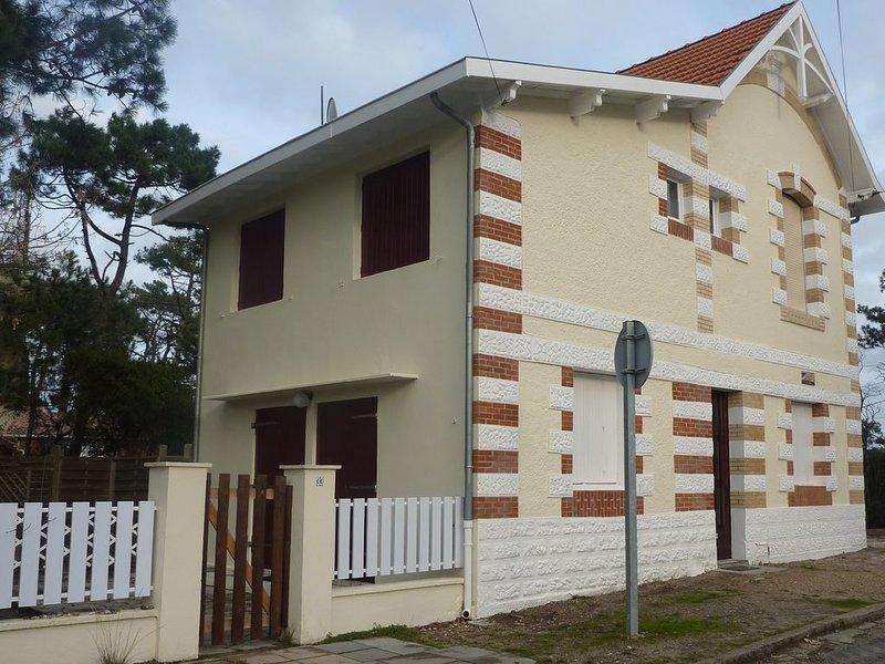 Pleasant comfortable villa with enclosed garden, vacation rental in Lacanau