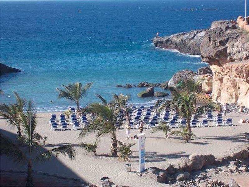Superbe appartement avec belles vues, piscine chauffée, près de la plage, vacation rental in Playa Paraiso
