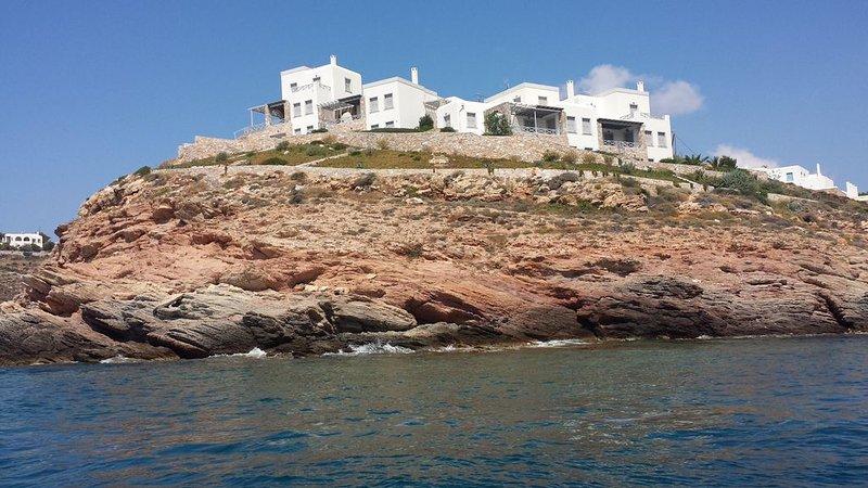 Seafront Villa with Unique SeaView & Private Beach!!, location de vacances à Azolimnos