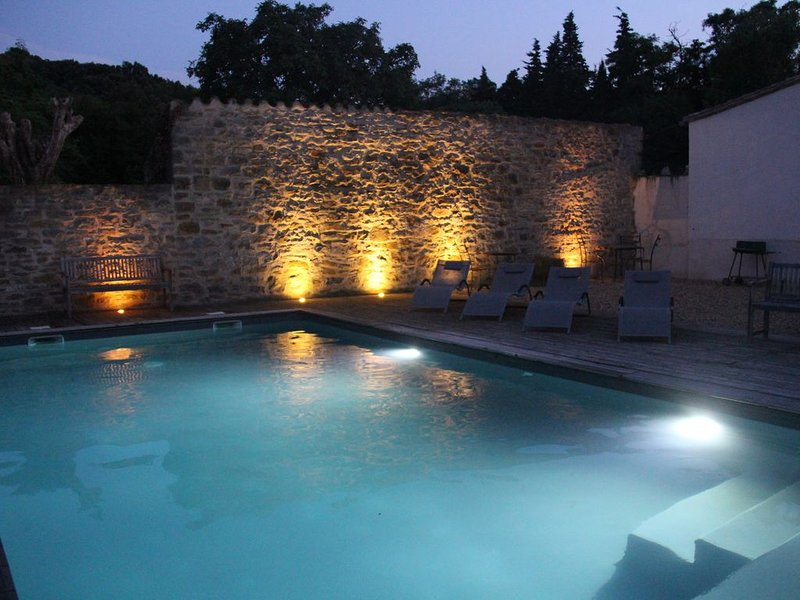 Luxurious old stone barn conversion for 8 people with a swimming pool, holiday rental in Villetritouls