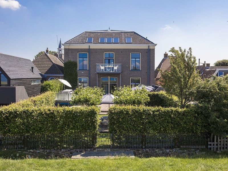 Luxe appartement (6-8 pers) met terras en tuin vlakbij Amsterdam District, holiday rental in Warns