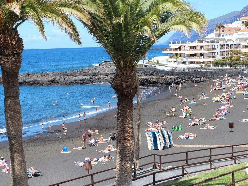 La Arena beach: at noon