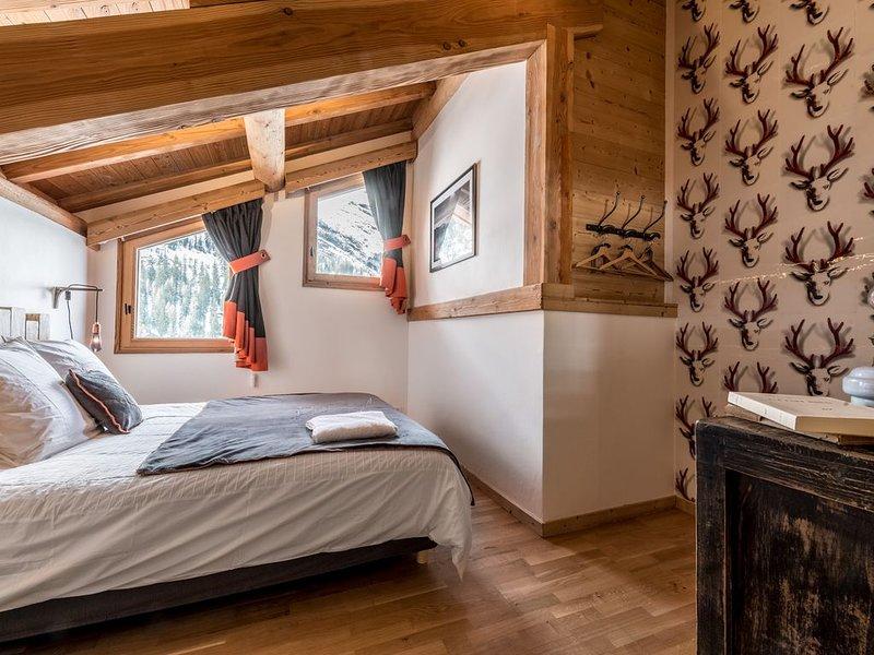 Superbe chalet à TIGNES (Savoie),  très proche des pistes, avec Jacuzzi, holiday rental in Tignes