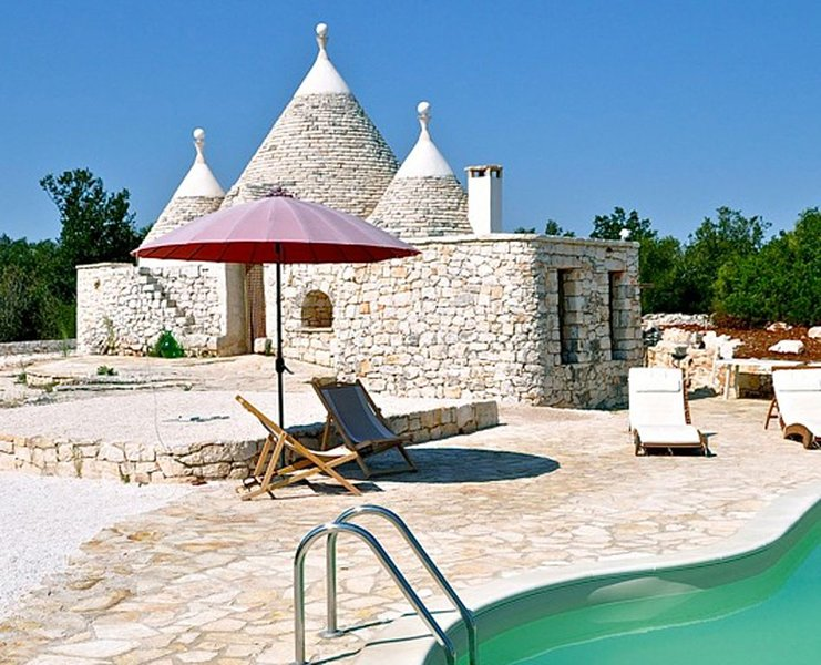 Trullo ULIVO - Beautiful Trullo with private Pool and panoramic View, holiday rental in Chiobbica