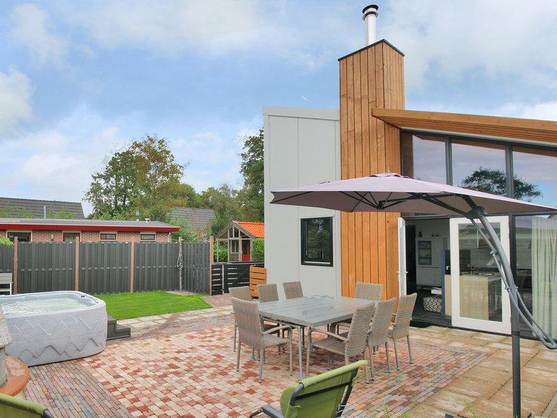 Villa mit Jacuzzi, Ferienhaus 'Duinvink' in 10 Fahrrad Minuten vom Strand, vacation rental in Schagerbrug