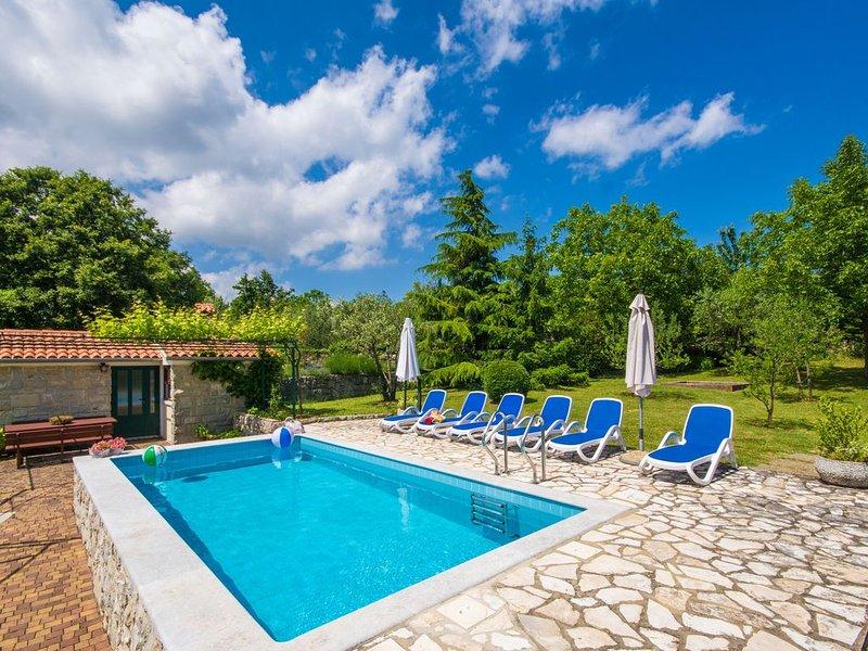 Romantische und familienfreundliche Villa mit Pool, Minuten vom Strand, alquiler vacacional en Labin