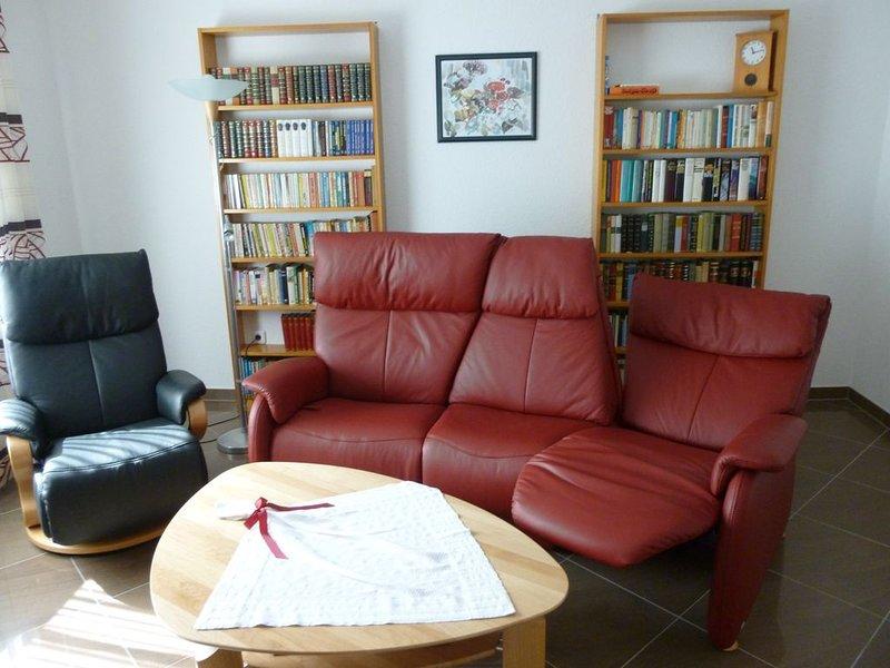 komfortable hochwertig eingerichtete**** DTV-Sterne Ferienwohnung für 2 Personen, vacation rental in Ellenz-Poltersdorf