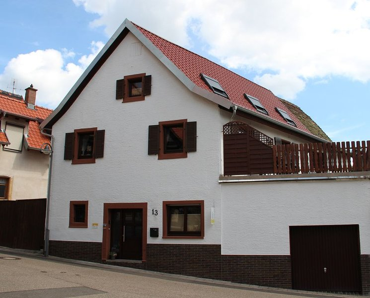 Ferienhaus in Gleisweiler mit traumhaftem Blick über die Rheinebene, holiday rental in Rhodt unter Rietburg