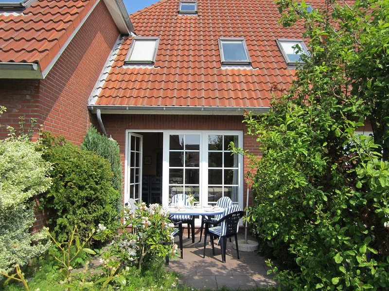 Nordsee-Strandnahes Ferienhaus  1-5 Personen + Hund, vacation rental in Nessmersiel