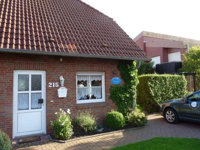 Komplett und liebevoll eingerichtetes Ferienhaus für 4 Personen u. 1 Kleinkind, holiday rental in Hooksiel