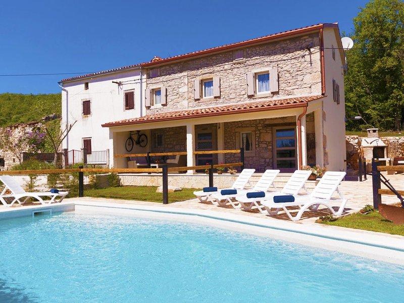 Romantische Poolhaus für 5+2 mit herrlichem Landschaft Blick, alquiler vacacional en Labin