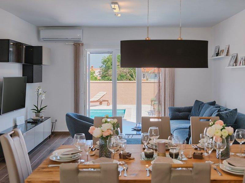 Brandneue Villa Dijana **** mit Pool, Sommerküche, WiFi, Grill, vacation rental in Pula
