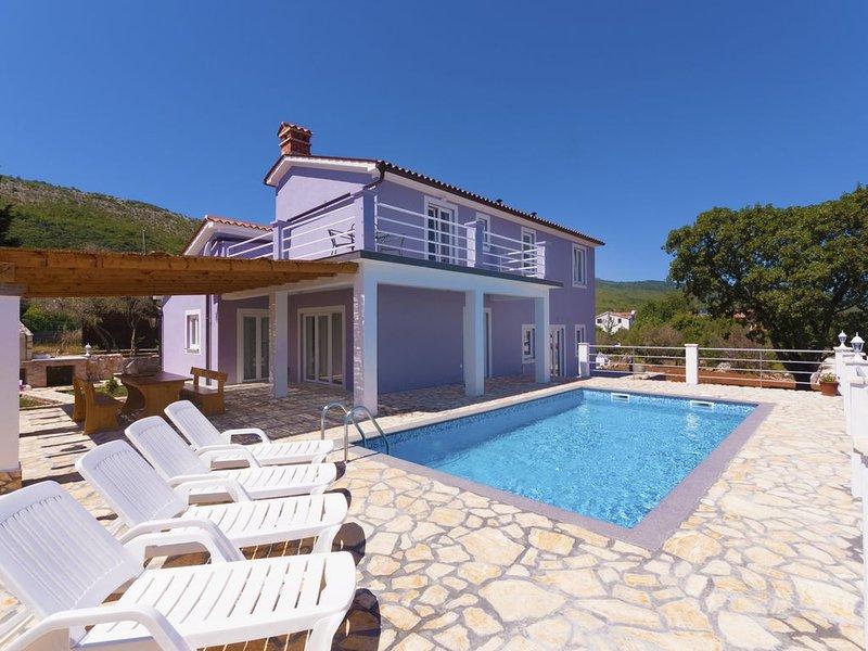 Wunderschöne moderne Villa mit Pool und Meerblick, holiday rental in Drenje