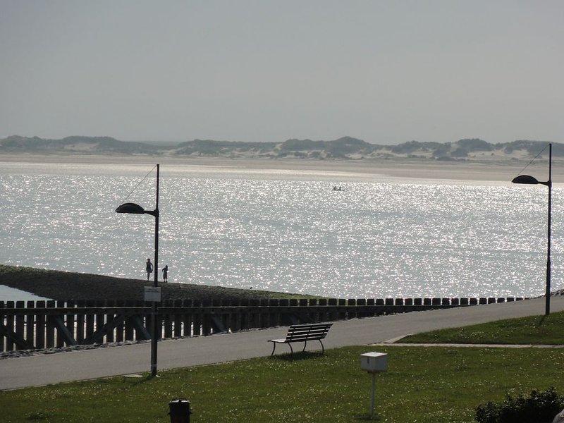 Fewo mit Meerblick auf die Robbenbänke von Norderney, geschützter Südwestbalkon,, holiday rental in Langeoog