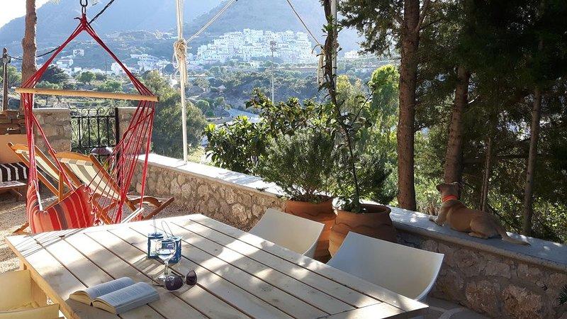 Kleines Einod für Individualisten und Griechenlandliebhaber in zentraler Lage, holiday rental in Kira Panagia