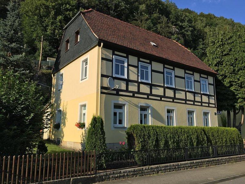 komfortable Ferienwohnung an der Elbe / Wohnung 'Falkenstein', holiday rental in Bad Schandau