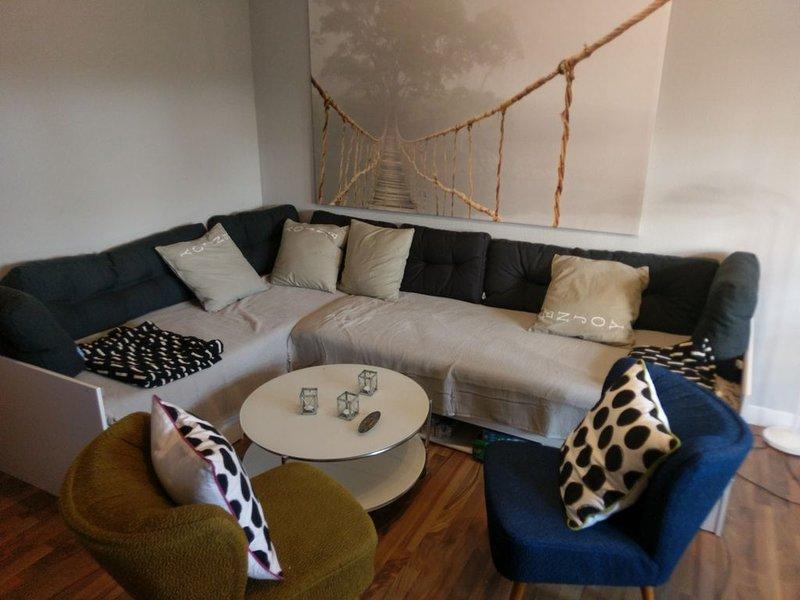 Romantisches Nest. Moderne Ruheoase am Stadtrand von Kaiserslautern .Freies WiFi, vacation rental in Kaiserslautern