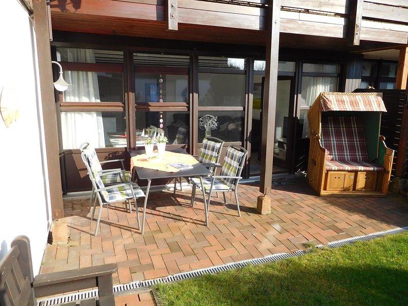 Sonnige, moderne EG-Wohnung mit geschütztem Südgarten, freies W-Lan, location de vacances à Neuharlingersiel
