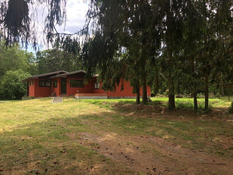 Allein stehendes idyllisches Ferienhaus mitten in der Natur für 6 bis 8 Personen, aluguéis de temporada em Parchim
