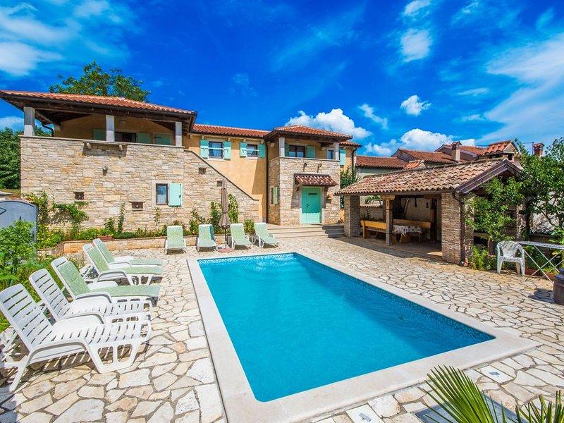 Luxuriöse Villa mit Jacuzzi und einen privaten Pool, holiday rental in Jakomici