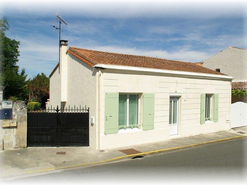 Charmante maison charentaise avec joli jardin clos,  animaux bienvenus, location de vacances à Arvert