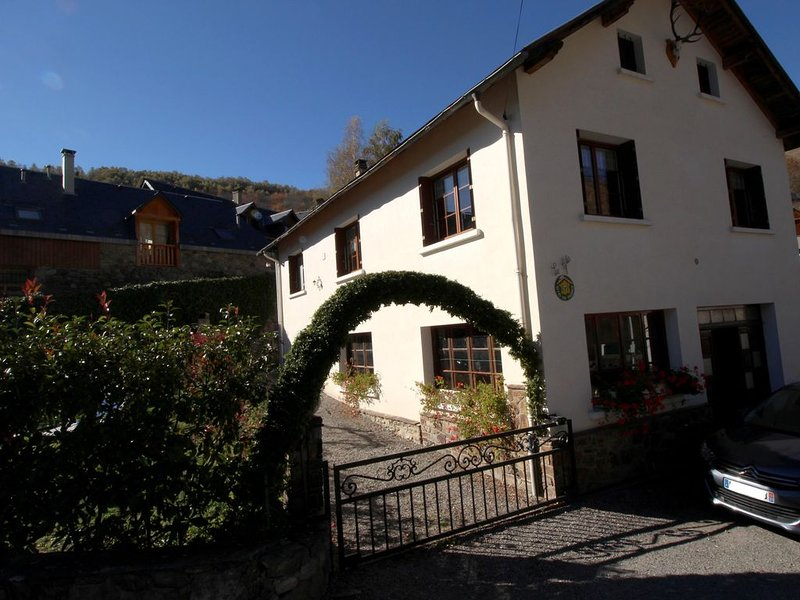 5 kms de Luchon gite de 130 m², 4 chambres, jardin, garage, parking, internet, alquiler de vacaciones en Billiere