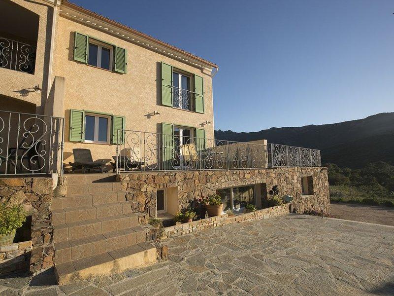 Appartement T3, avec piscine chauffée, entre mer et montagne, holiday rental in Partinello