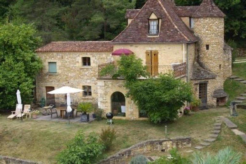 Demeure de charme insolite dans un cadre exceptionnel prox Sarlat/ Lascaux, holiday rental in Sergeac