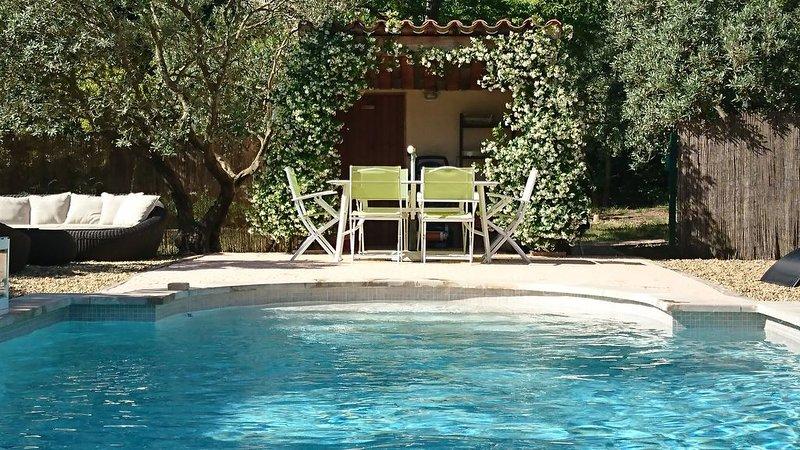 Gîte indépendant pour deux :campagne et calme, seule location de la propriété., holiday rental in Salernes