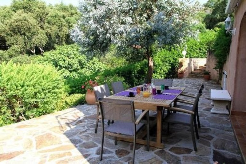 Charmante Villa à étages à Gigaro, Presqu'île de Saint Tropez, location de vacances à La Croix Valmer