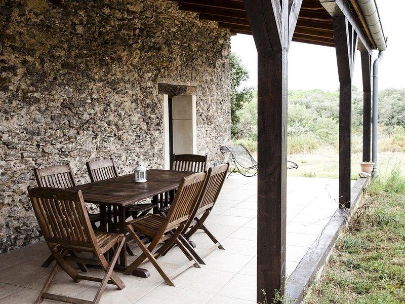 Gîte de charme proche Carcassonne dans un domaine viticole bio, piscine chauffée, holiday rental in Lastours
