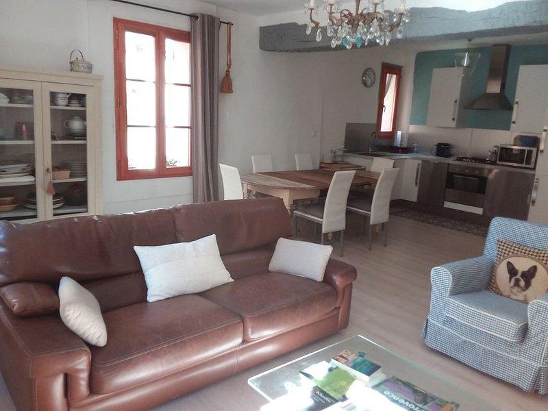PROMO!! Bel appartement lumineux  agréable, 70€/5pers. équipé  Centre Cotignac, holiday rental in Sillans-la-Cascade