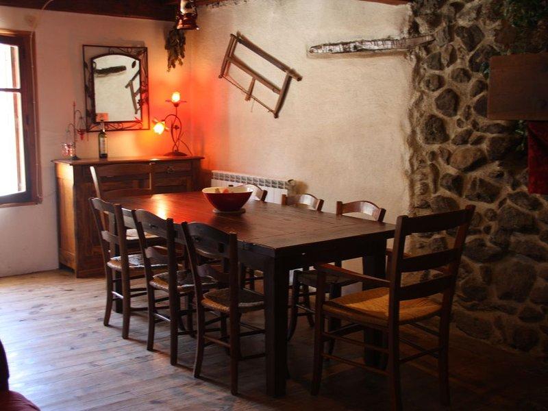Maison de village de montagne, bénéficiant d'un ensoleillement maximum., vacation rental in Ornolac-Ussat-les-Bains