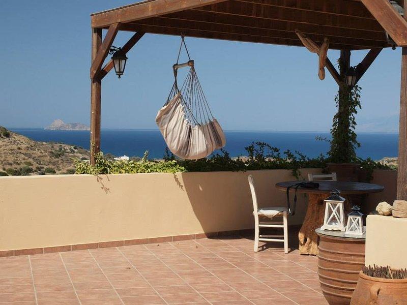 Villa Panorama, vue sur Mer et Montagnes, piscine privée et grand jardin – semesterbostad i Matala